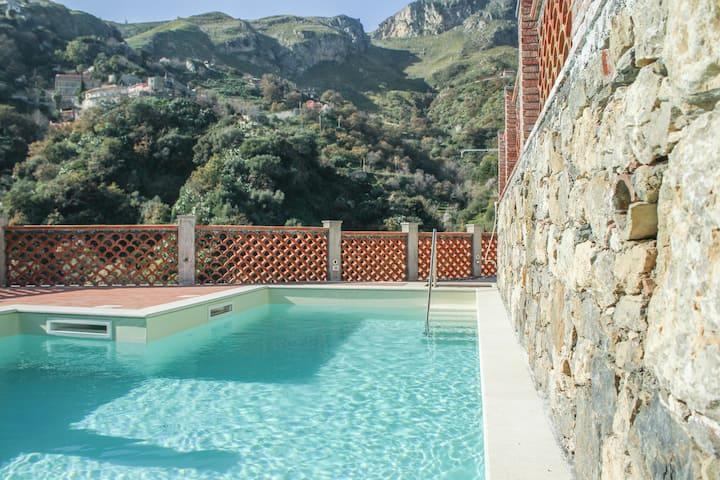 Casa vacanze con piscina e solarium 2 posti letto
