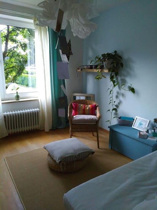 Blick ins Grüne aus dem Gästezimmer