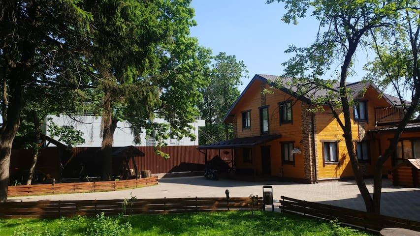 Дом с бассейном и баней