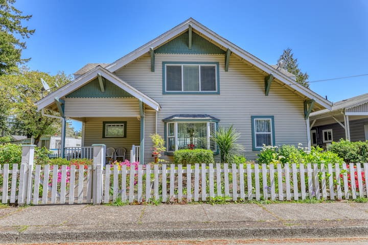 NEW LISTING! Spacious, dog-friendly home with great Old Town Florence location!