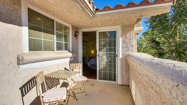 Classic condo w/ gated entrance, mtn. views, private gas grill - dogs welcome!