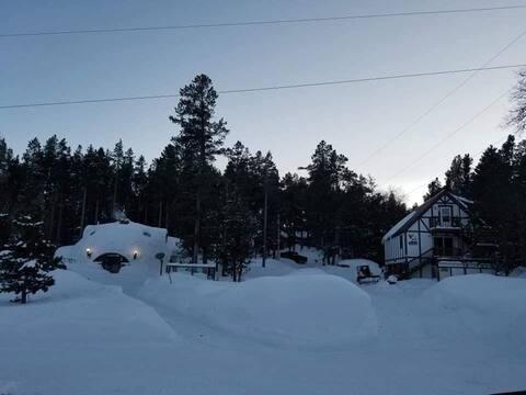 Cozy Loft on Mountain Property