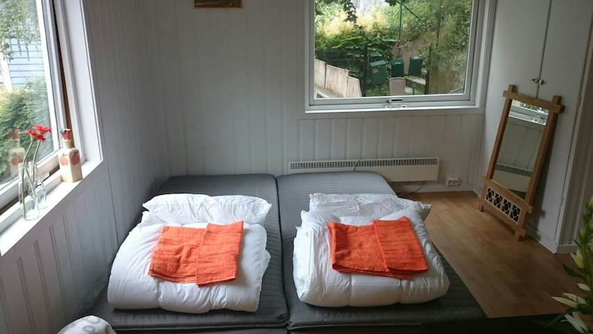 Studio 1, Odda town centre room with kitchen - Odda - Huis