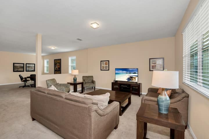 5 bed in Crystal Cove 1042TD
