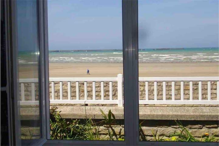 Arromanches-les-Bains /Beau F2/vue sur mer