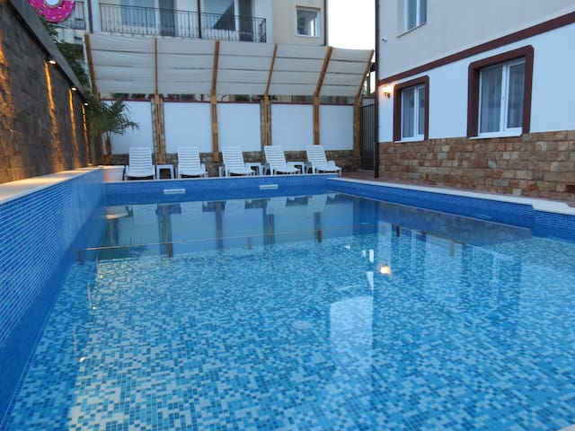 Cozy private 2-bedroom Apartment#4 guest with pool