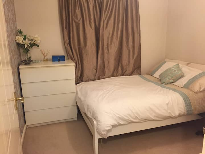 GREAT LOCATION and ground floor (double bed)