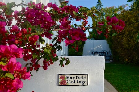 Mayfield Cottage by beach, grocery shop & Hamilton