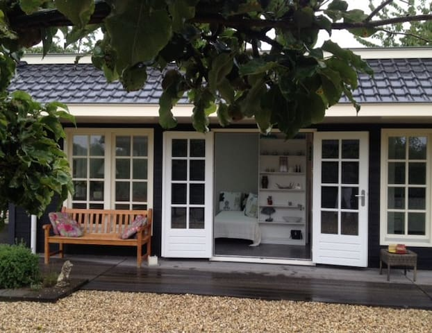 Charming private cottage near Rotterdam&Dordrecht - Hendrik-Ido-Ambacht - Kabin
