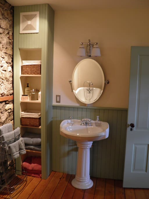 BATHROOM in 1857 apartment, Blue Door Inn