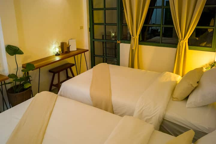 Big Tree Boutique Hotel, Deluxe Room 2single beds