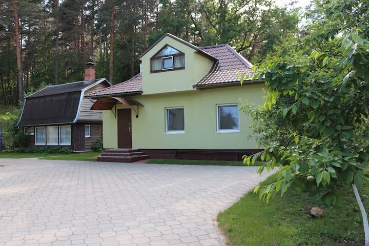 Прекрасный  деревянный домик .
