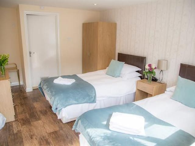 Twin Room at The Yew Tree