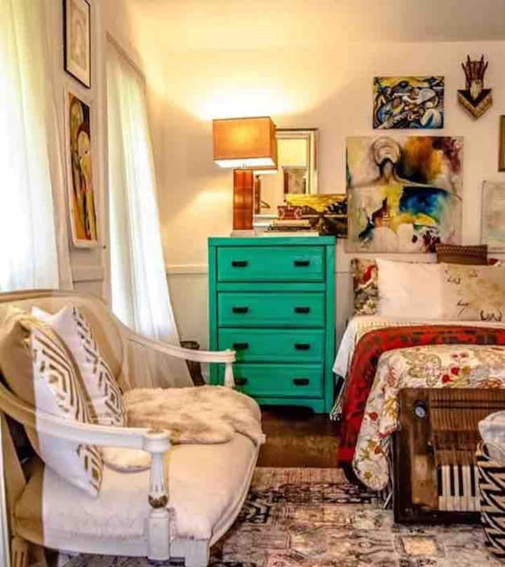 Queen Bed w/attached Bath in Village of the Arts