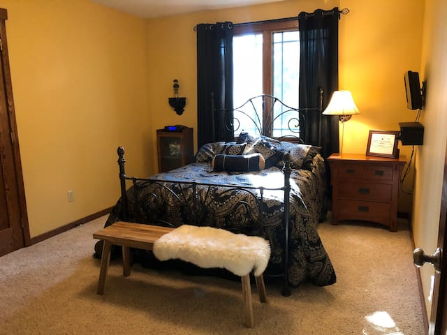 Guest Rm in delightful Craftsman