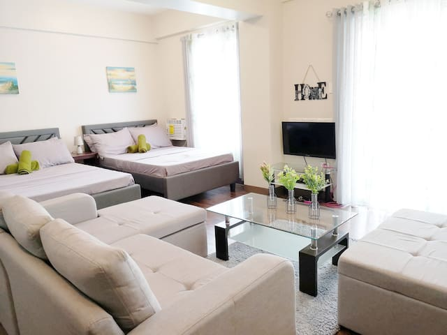LA SERENE Manila Cozy Homes (Spacious Family Room)
