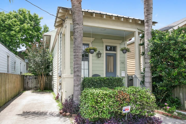 One block from parade route! Private Uptown Suite - New Orleans - Hus