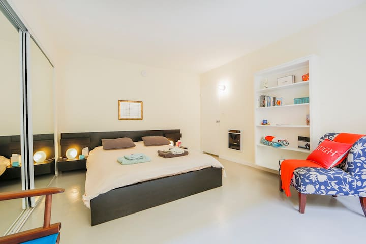 Cute 1BR close to Abbot Kinney+patio+bikes+parking