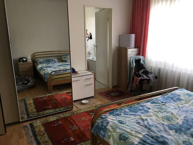 Doppelzimmrr mit Badezimmer inkl. Dampfdusche und Badewanne
