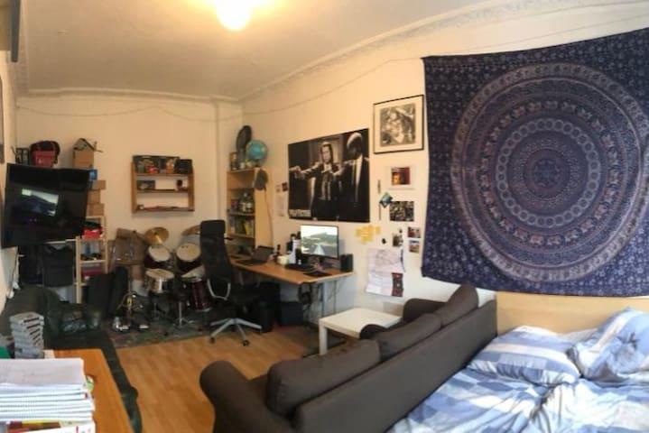 Zimmer Dresden Neustadt mit eigener Küche