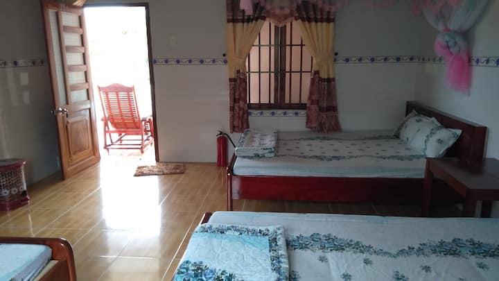 phòng 2 giường đơn trong vườn