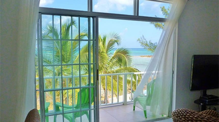 "Flamingo Cay Apartment ""Ocean Front in Paradise"""