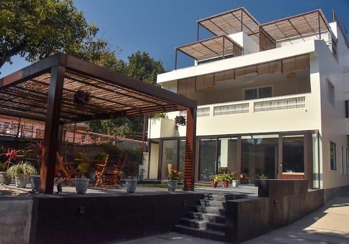 Amrit Bhawan - Tranquil Retreat by the Ganga