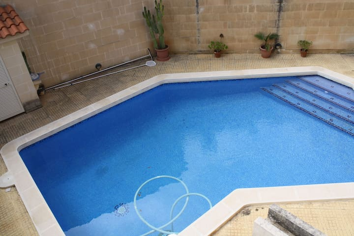 3 Bedroom Semi Detached Villa, Madliena - Is-Swieqi - วิลล่า