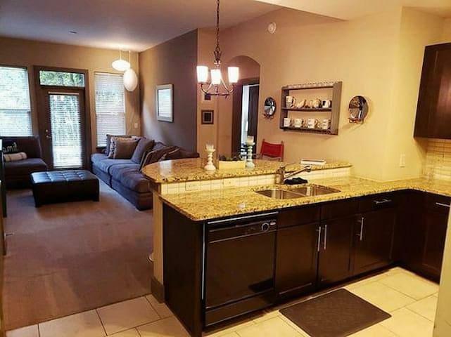 Midtown Buckhead Piedmont Luxury Hideaway 2br 2ba