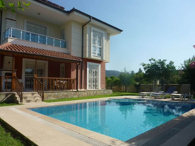 Villa 4+1 with private pool in 600m from sea - Çamyuva Belediyesi