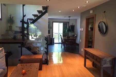 Maison a moins de 2 km du village de St-Sauveur - Piedmont - タウンハウス
