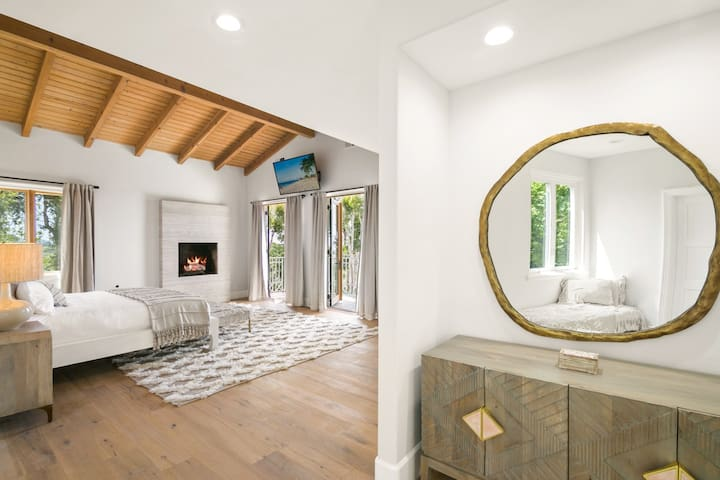 Villa Azure - Malibu Retreat - Fun for all ages!