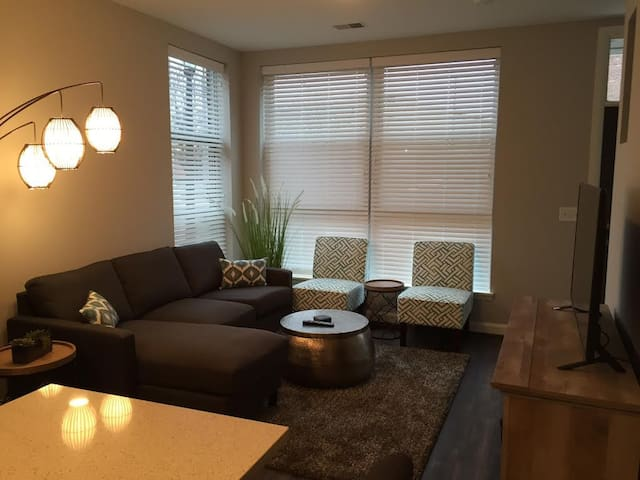 1 bed townhome -Close to everything