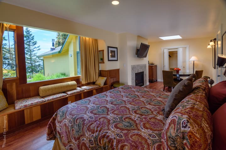 The Bay Suite-*SPECIAL RATE!*