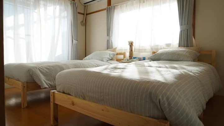 Namba 8 mins, 2 bedrooms ,2f villa max 5 people