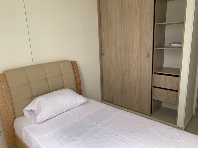 Room 1/ Cuarto 1