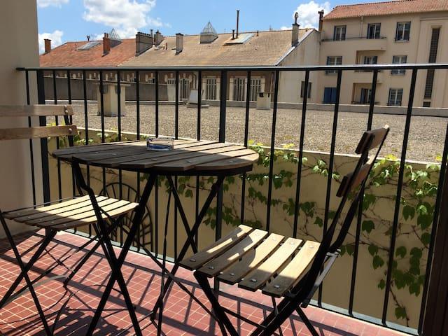 Agréable Studio avec balcon