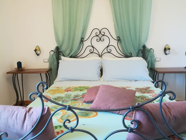 "B&B RosyAnna, ""Aphrodites"" elegant beach bedroom"