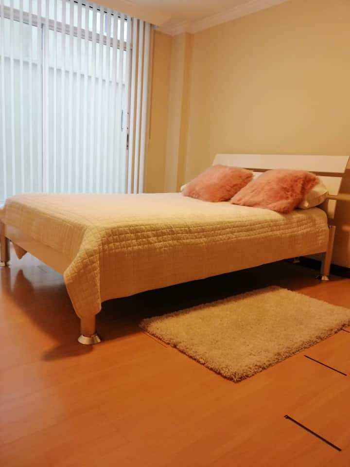 Beautiful Private Room near Cumbaya and Quito
