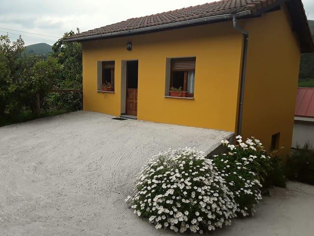 Casa Blasón 1.Belmonte de Miranda.