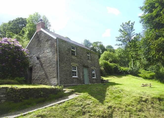 Betty's Cottage at Troedyrhiw - Beautiful Valley