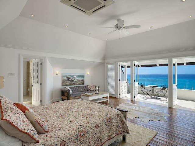 Top floor Master Bedroom with ensuite - Ocean View (Sand Dollar Room) Queen bed