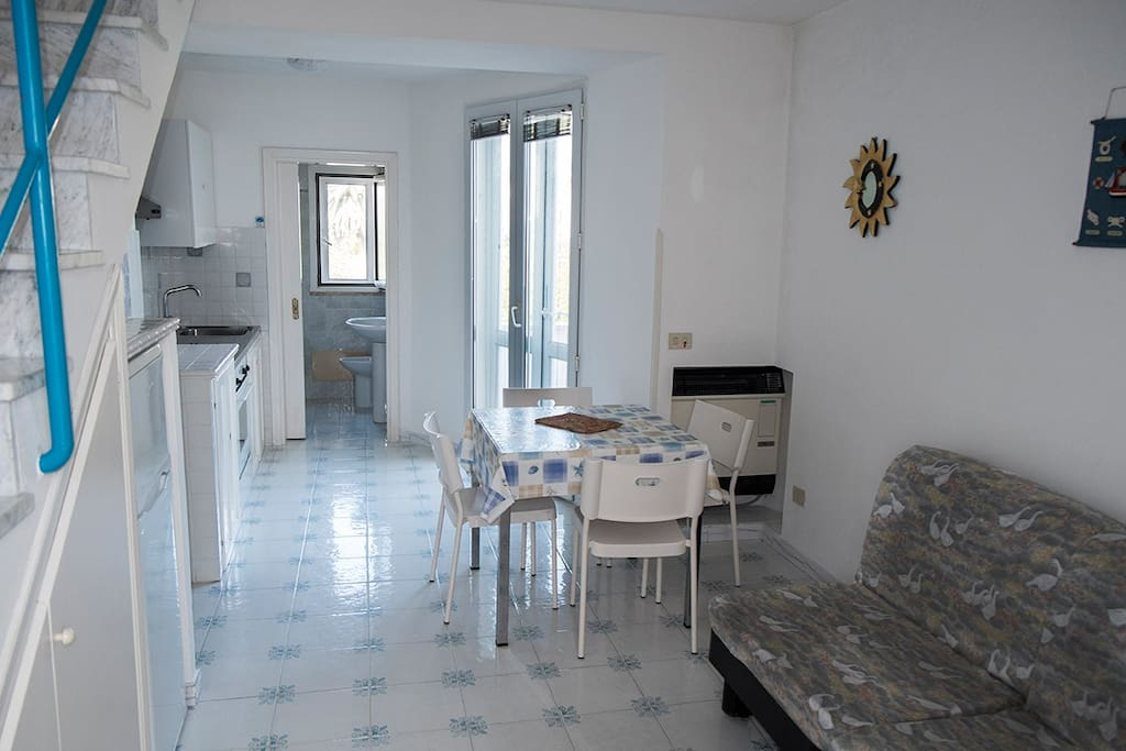 stanza inferiore/cucina