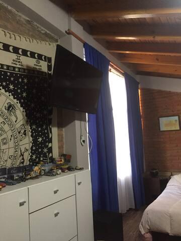 Habitación para 3 personas en casa tipo chalet