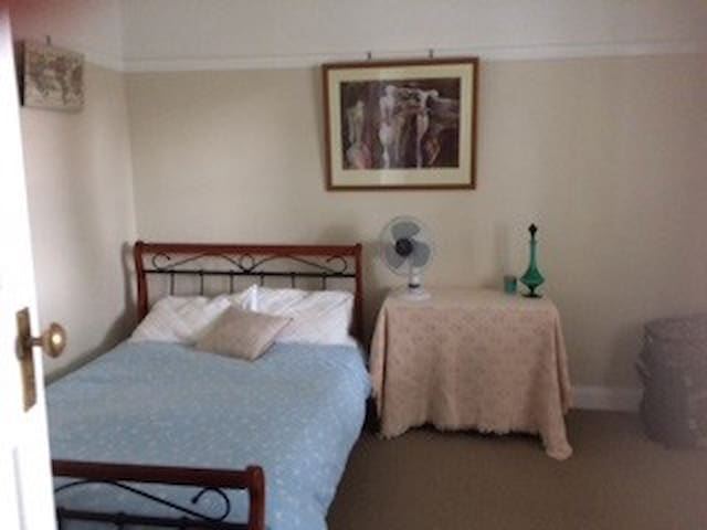 CLEAN & EASY ACCESS TO PARRAMATTA - Merrylands - Huis