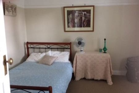 COSY, PRIVATE, CLOSE PROXIMITY! - Merrylands - House