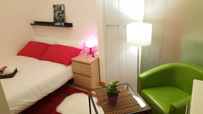 Cute Budget Studio in TST - Best Location - Hong Kong - Byt