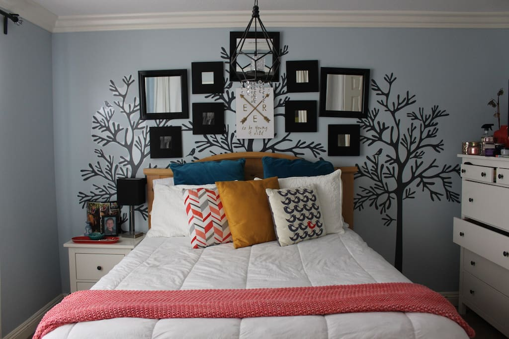 Bedroom with Queen-size Bed