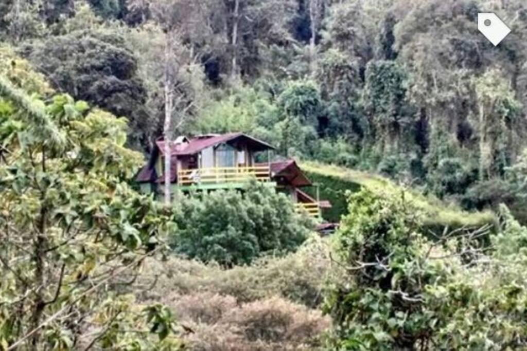 El Refugio de Arcangeles un atractivo ecoturístico de El Rosal ubicado en la vereda Cruz Verde que ofrece a sus visitantes infinidad de actividades. Camping, cabañas, senderos ecológicos, caminatas, zona BBQ, pistas para cuatrimotos, enduro, bicicross y ciclomontañismo.