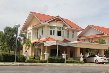 3 Bed room House in Golf Course